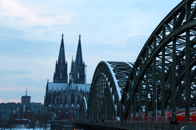 vista with the Hohenzollern Bridge and the cathedral in the background.