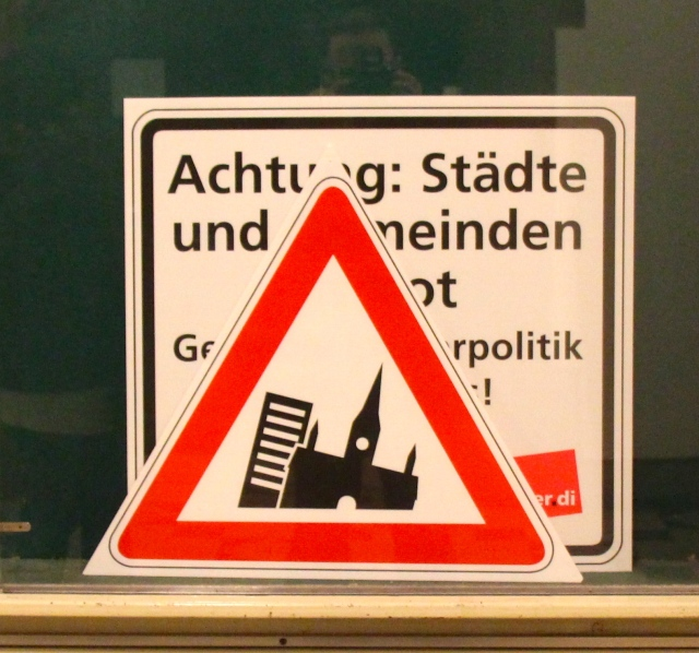 Let me know if you know what this sign means. Are they looking for a leaning tower of Saarbrücken tourism?