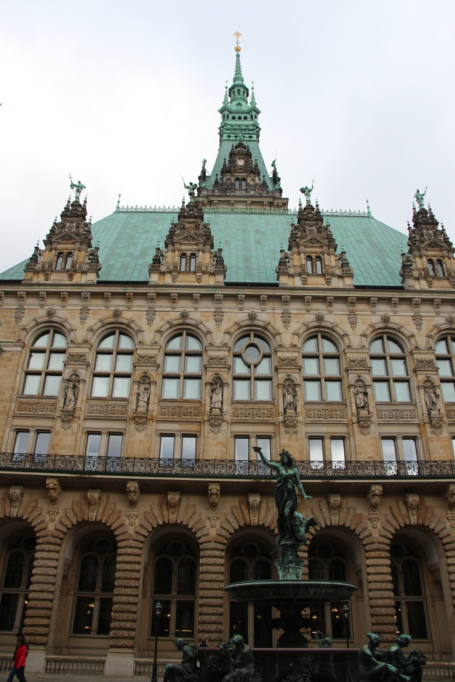 Different view of the Rathaus.